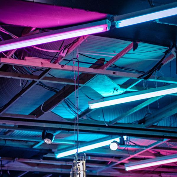 Techo rosa neon azul neon pink