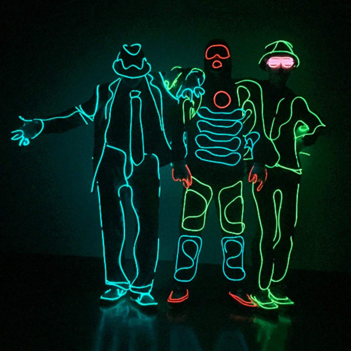 ropa con luces led brillante en oscuridad