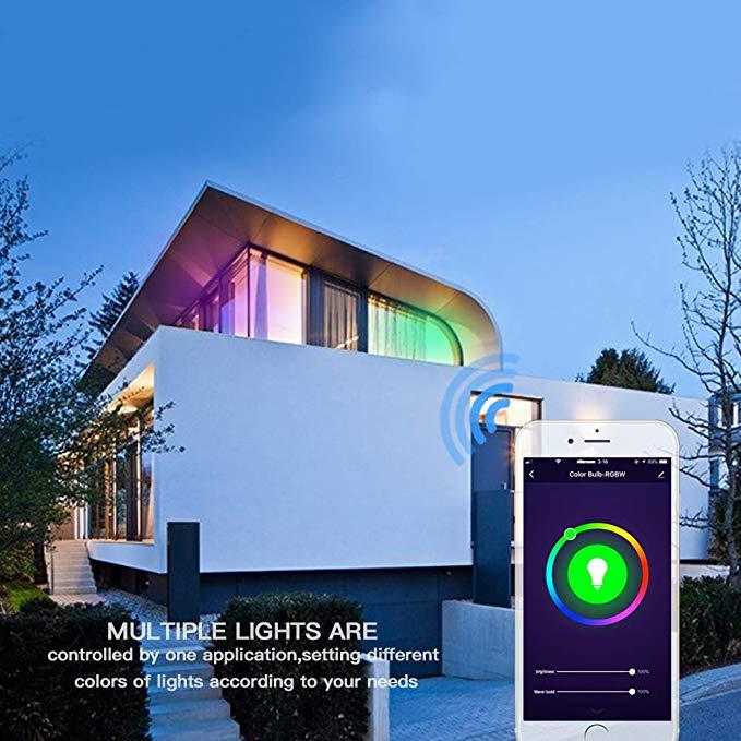 casa exterior con luces inteligentes